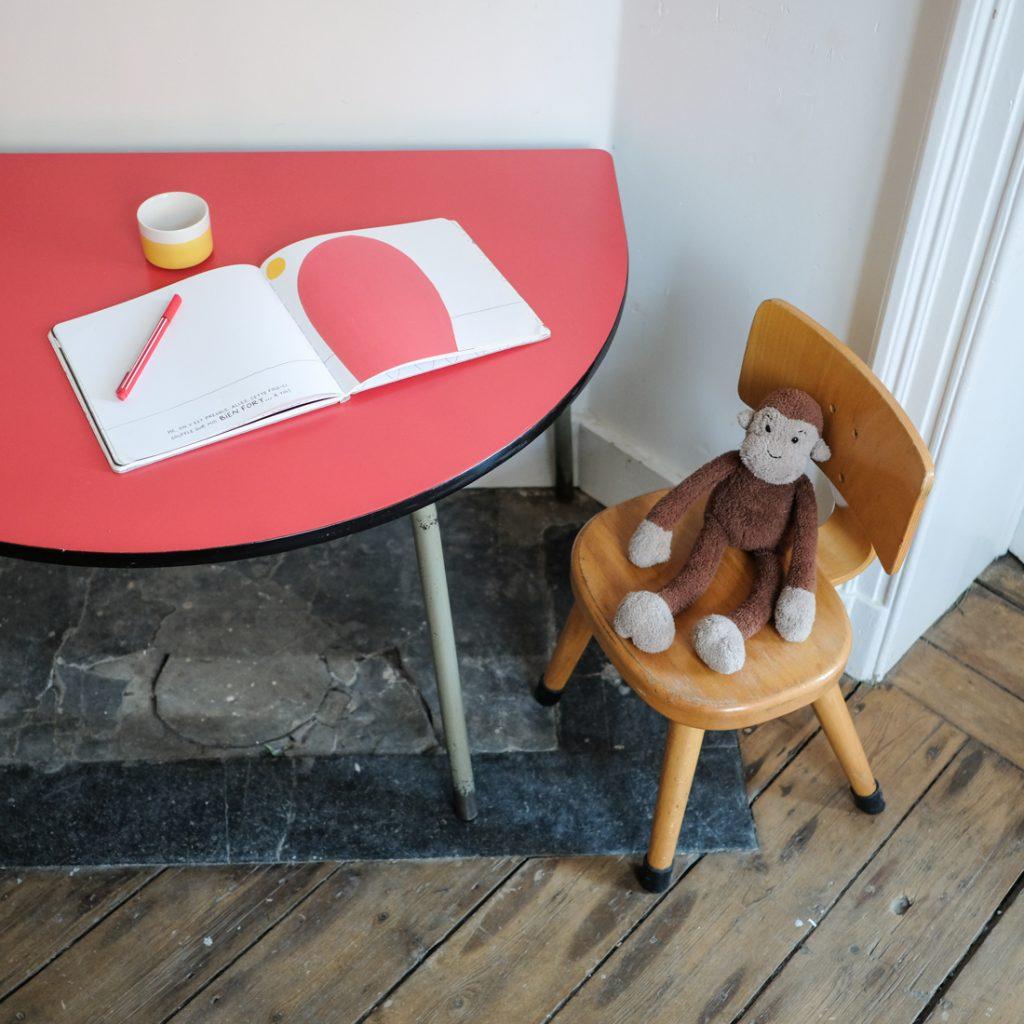 Ensemble table demi-lune rouge et chaises