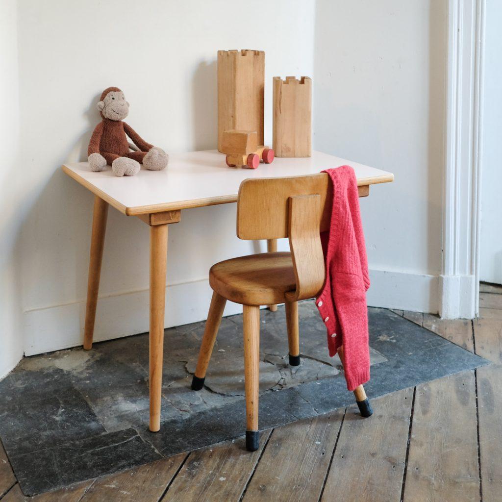 Ensemble table et chaise rose poudré