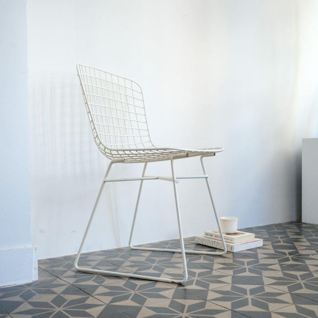 Chaise en fils métalliques