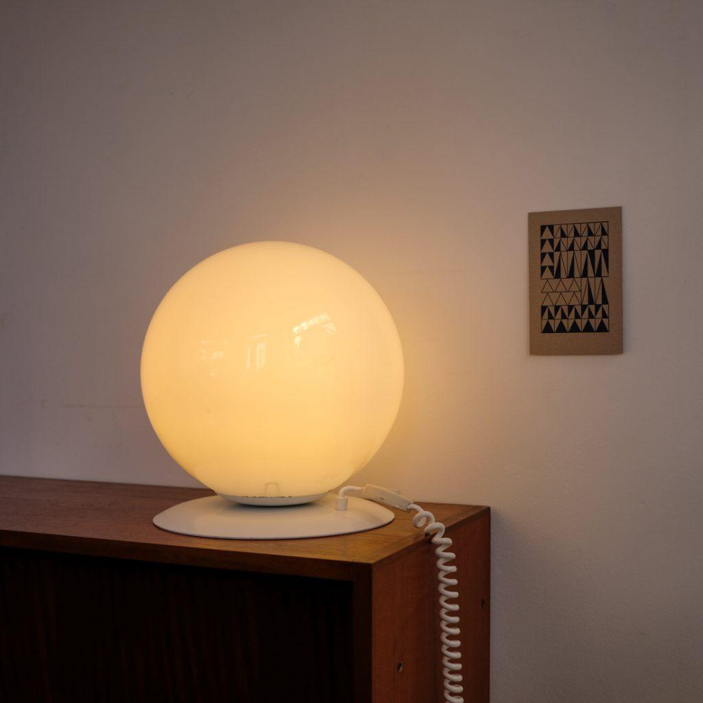 Lampe boule en opaline
