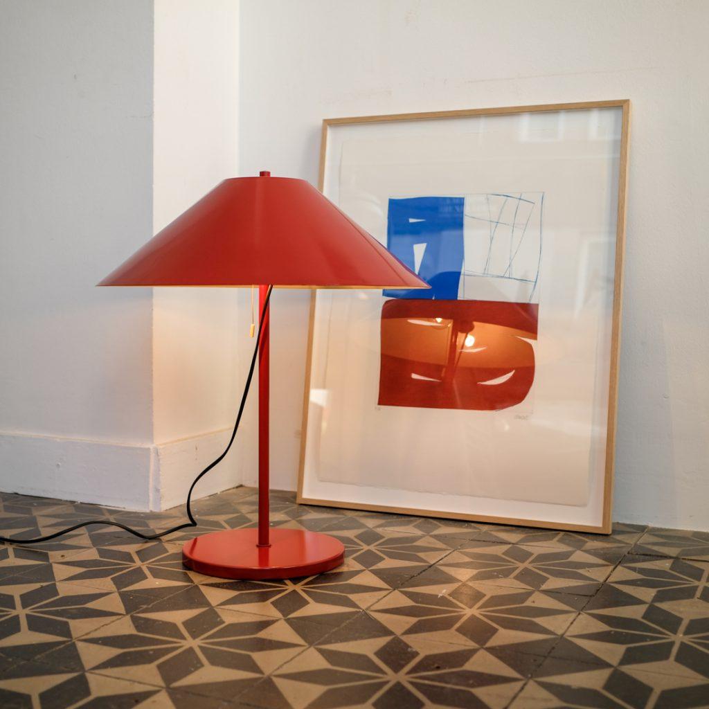 Lampe rouge à poser scandinave
