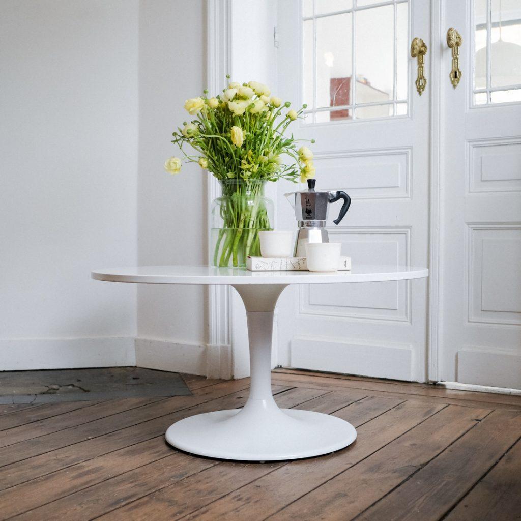 Table basse pied tulipe