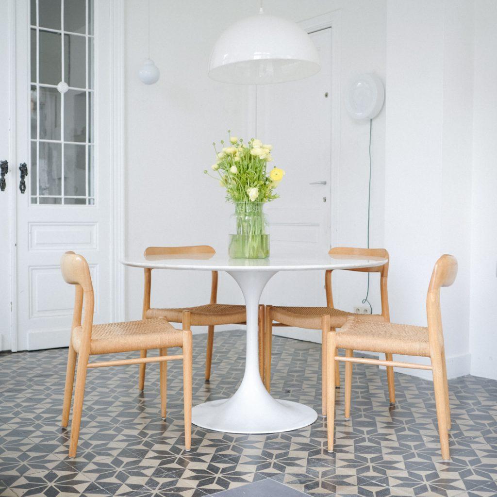 Option · table en marbre pied tulipe