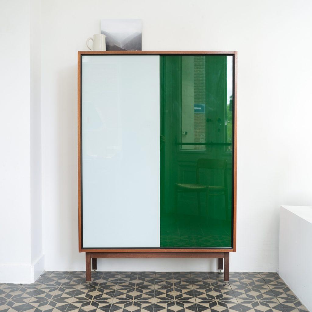 Armoire en verre bicolore