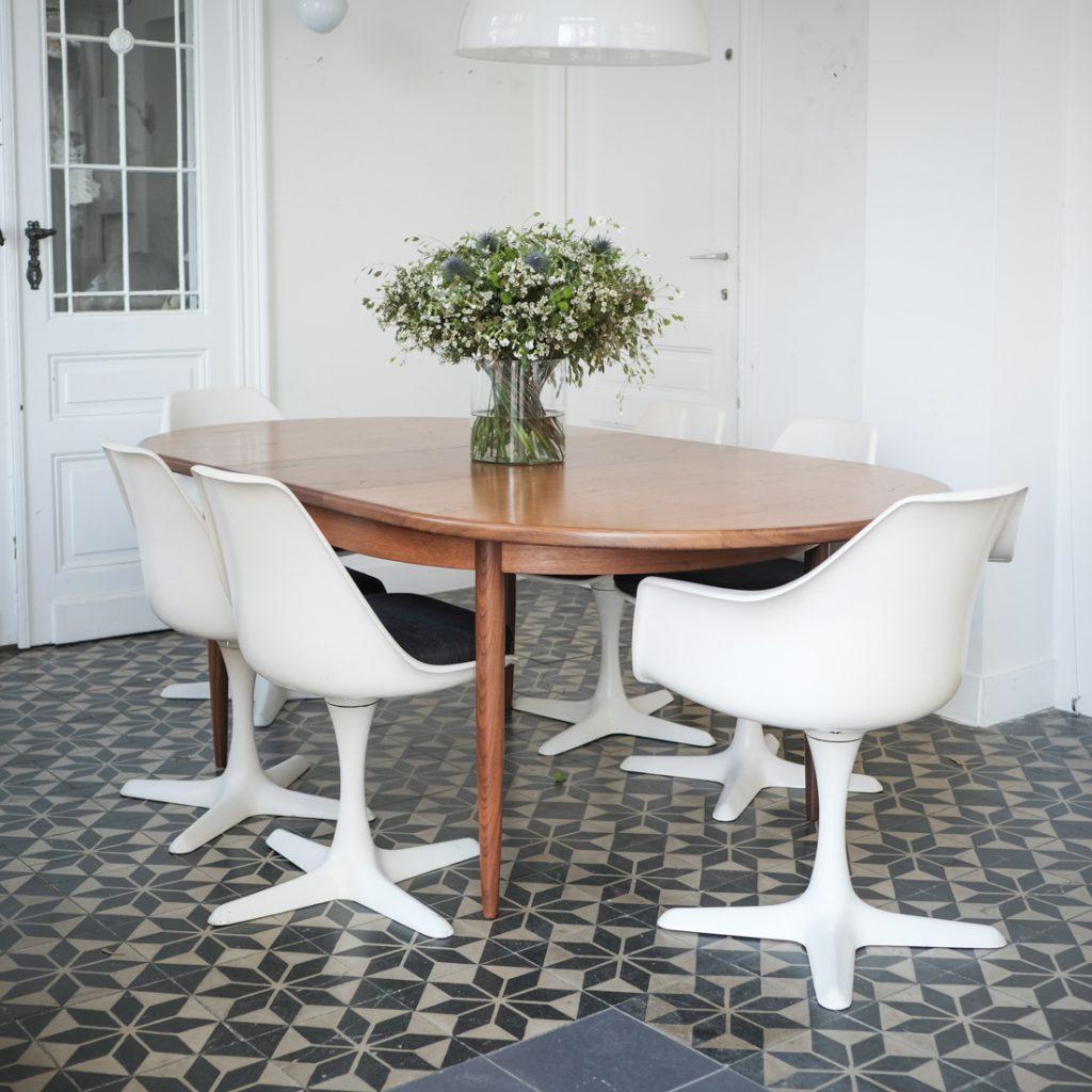 Table en teck ovale