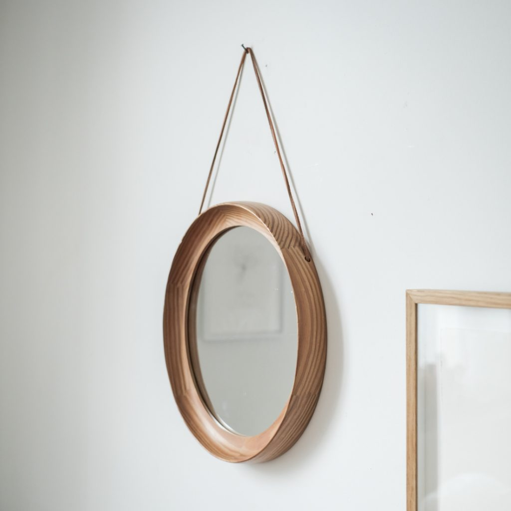 Miroir en bois cerclé