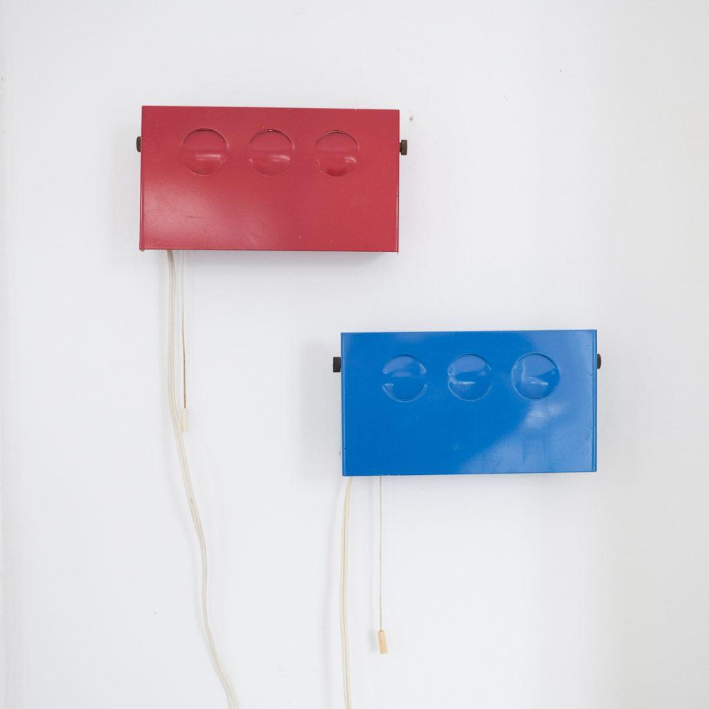 Paire d'appliques rouge et bleue