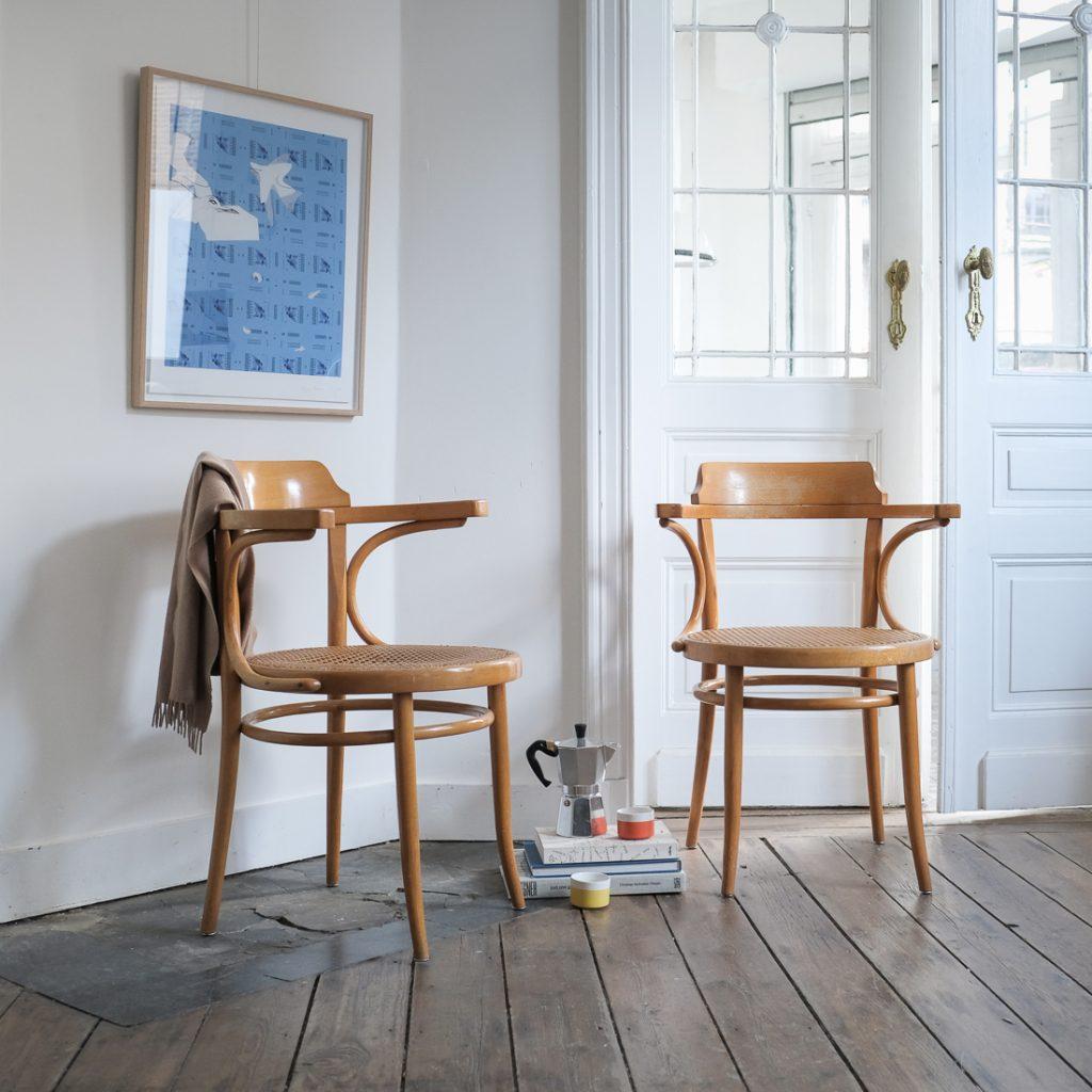 Paire de fauteuils cannés