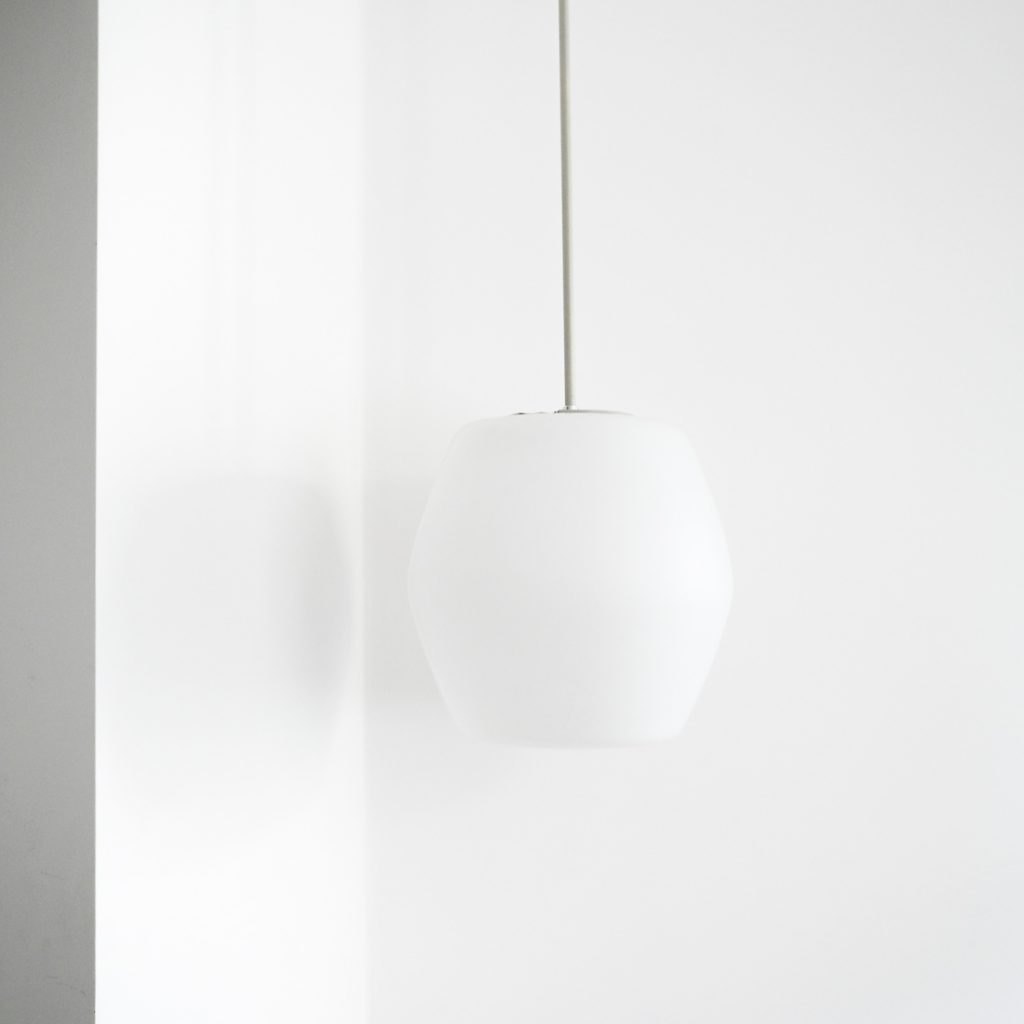 Suspension en opaline bauhaus