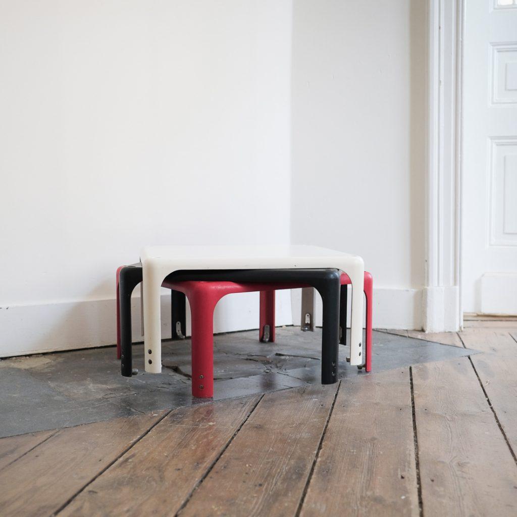Trio de tables Vico Magistretti