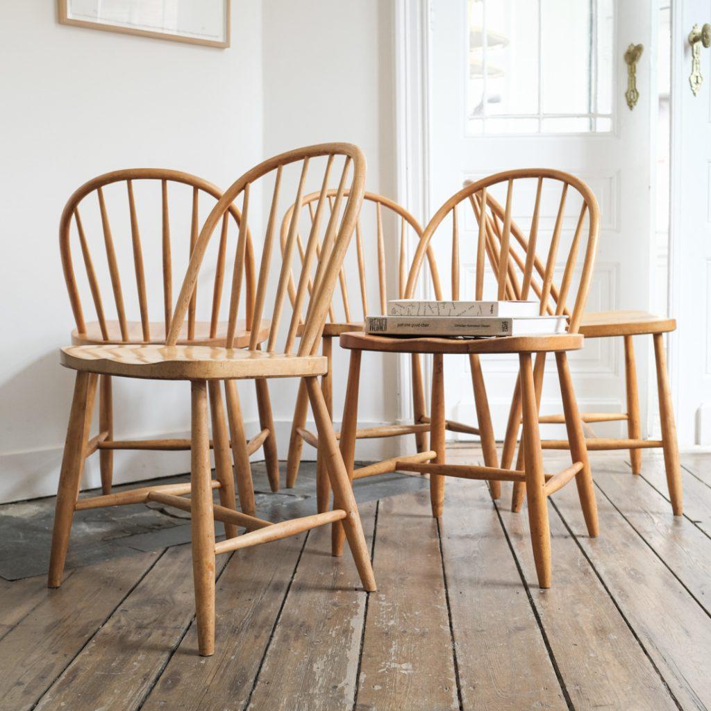 Série de 5 chaises à barreaux