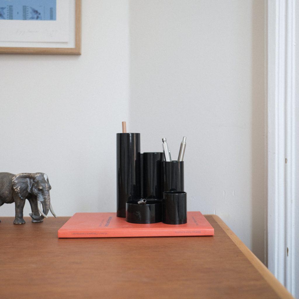 Porte-crayon en plastique noir