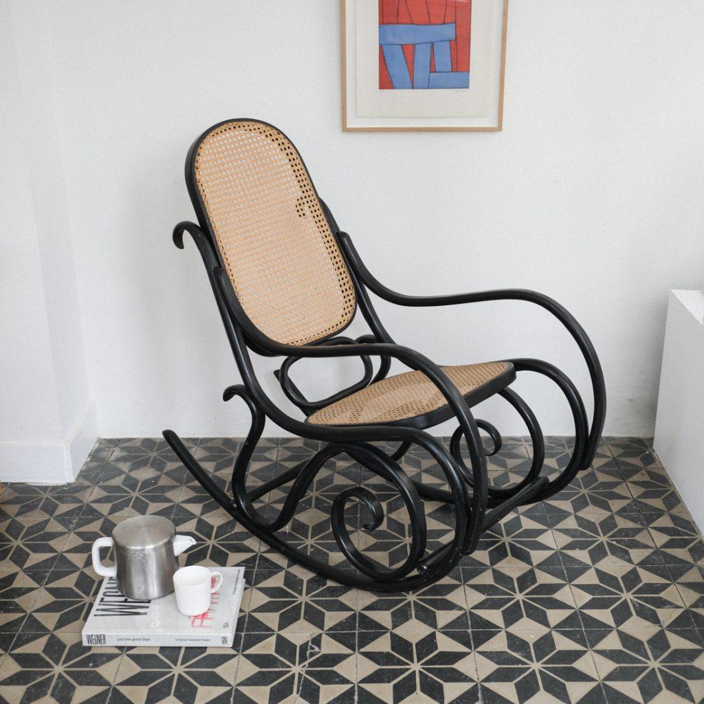 Rocking-chair en bois courbé