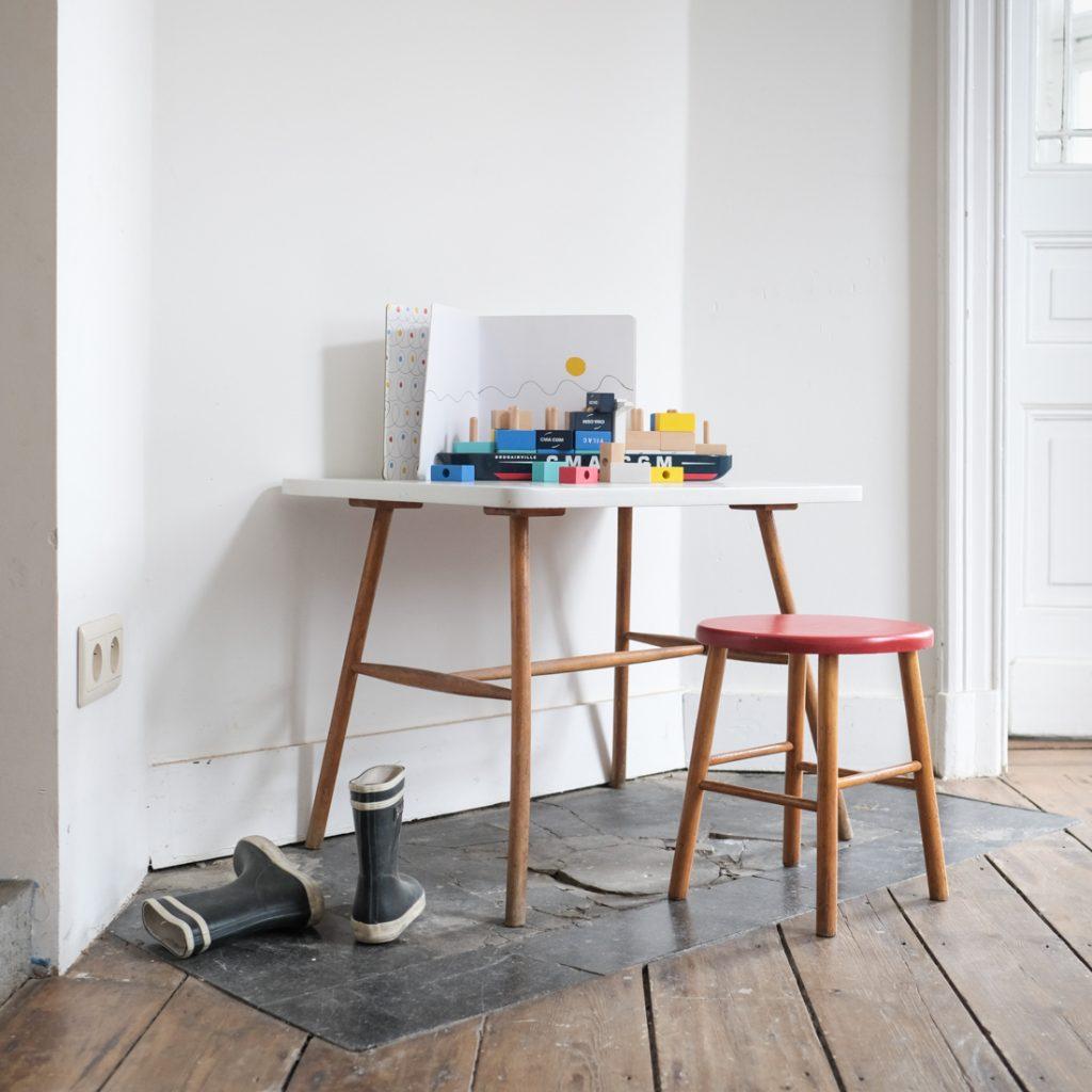 Ensemble table maternelle et tabouret