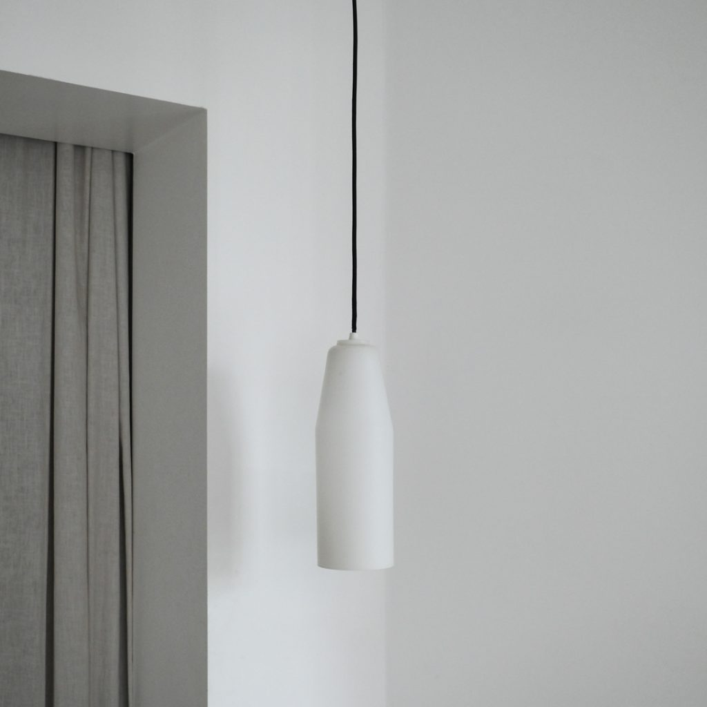 Suspension scandinave en opaline