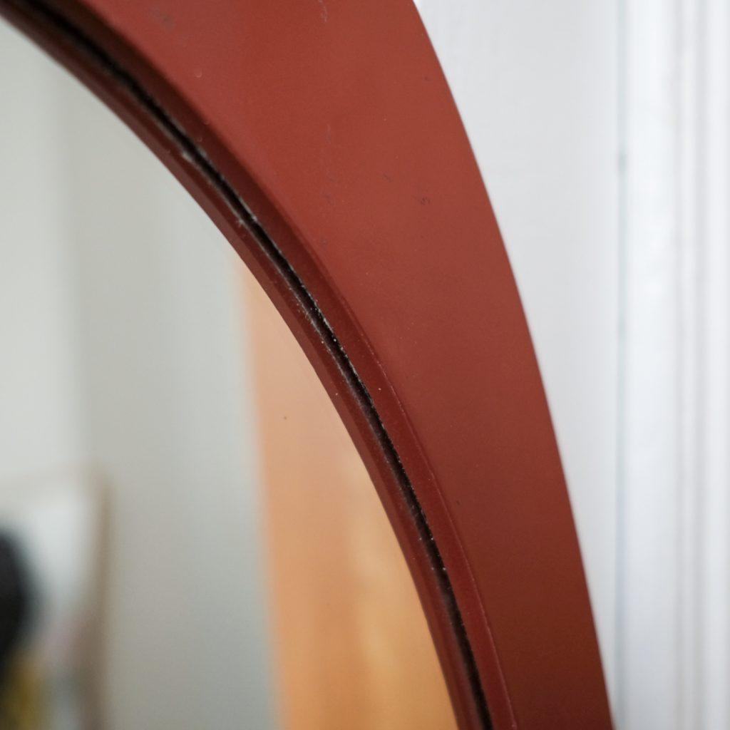 Grand miroir oval en laque