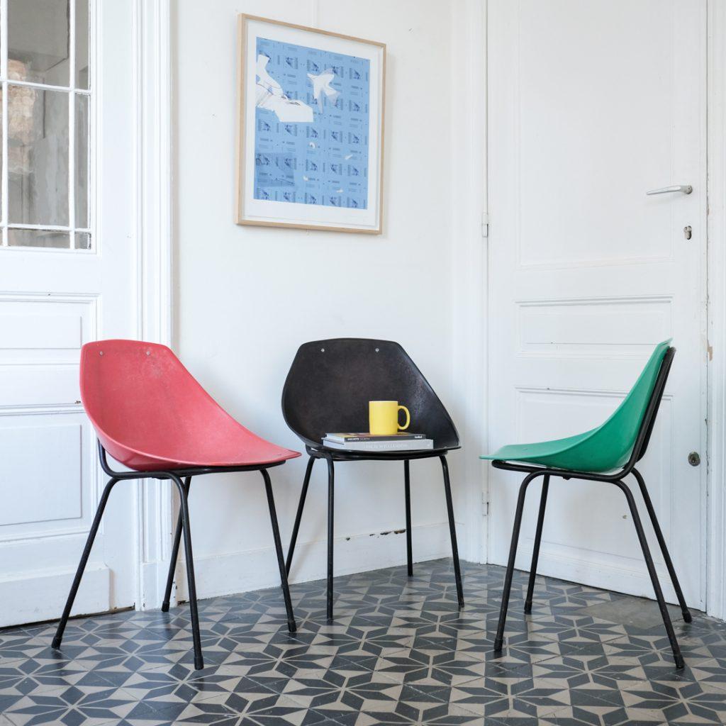 Série de trois chaises coquillage Guariche