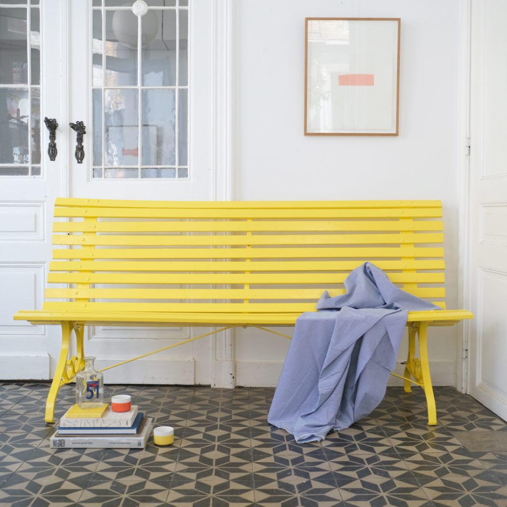 Banc de jardin jaune soleil